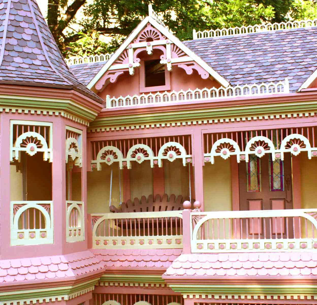 Victorian Barbie Doll House Woodworking Plan.