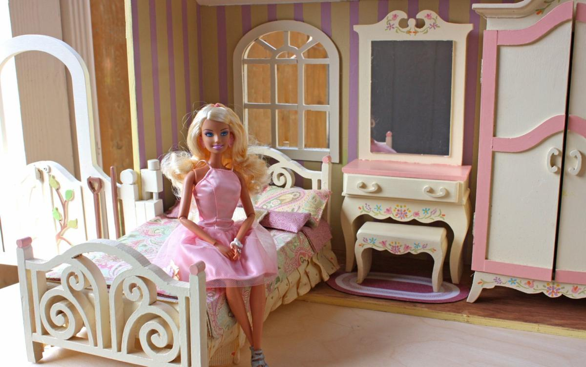 04 Fs 155 Barbie Doll House Close And Carry
