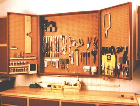 Accommodating Workshop Cabinets Woodworking Plan