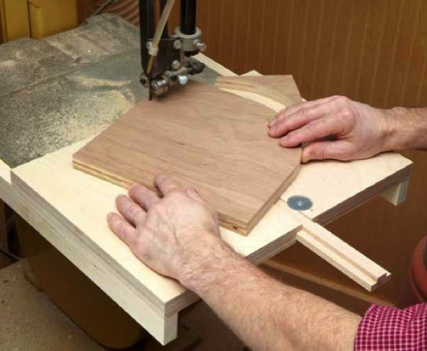 Bandsaw Circle Jig Woodworking Plan