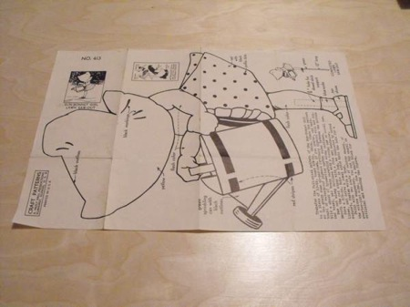 R-ANH0413 - Sun Bonnet Girl Lawn Saw Out Vintage Woodworking Plan